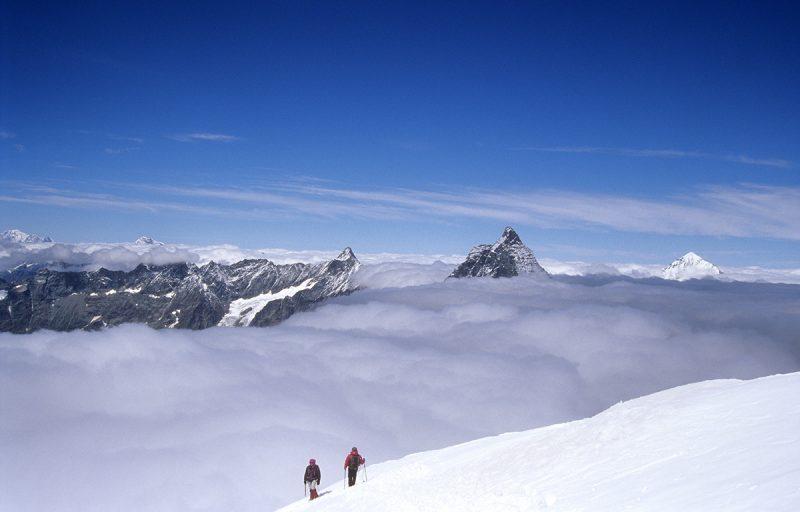 Alpinisti in cordata sul Colle del Breithorn